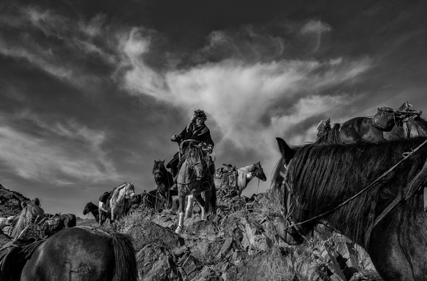 Moğolistan'da yaşayan Kazak kavimler. Rusya, Kazakistan, Moğolistan ve Çin'e yayılmış Altay Tayan Bogd ulusal parkından bir kare