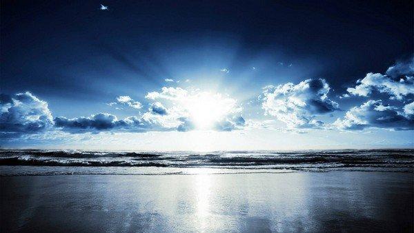 güneş ışıkları ve deniz manzarası