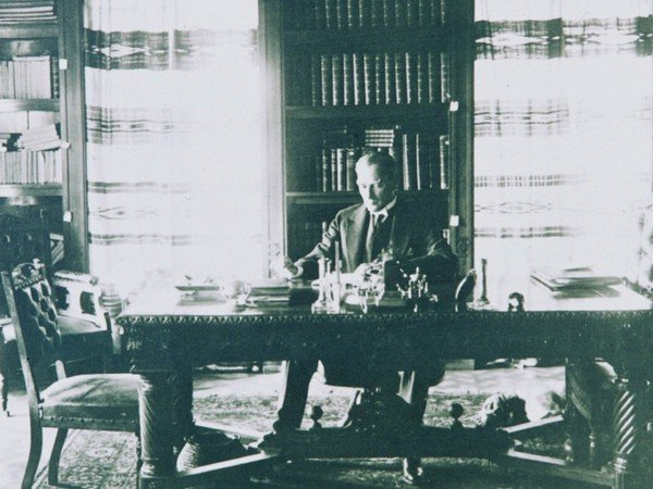 Atatürk Çalışma Odasında