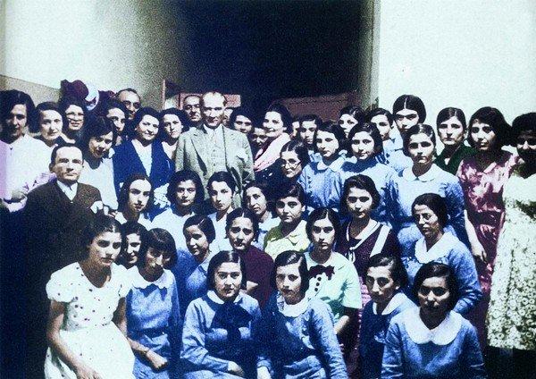 Atatürk ve Kadınların Eğitimi