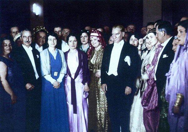 Atatürk, Eğlnce