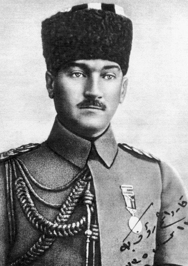 Türk askeri Atatürk