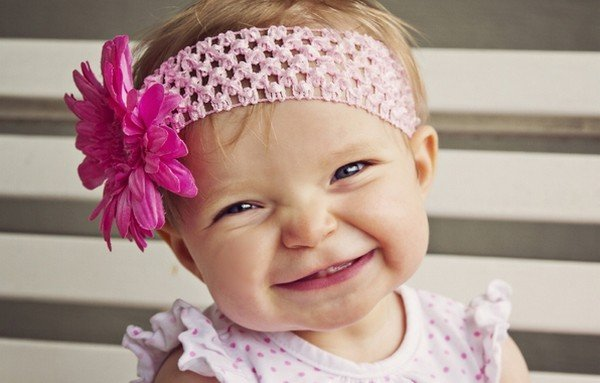gülümseyen kız çocuğu