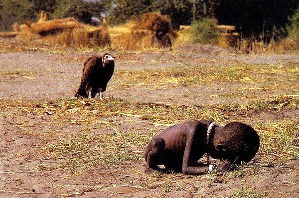 akbaba ve aç çocuk