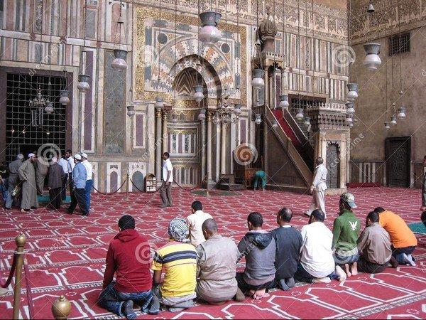 namaz kılan müslümanlar