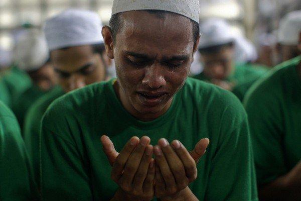 Müslüman tövbe ederken