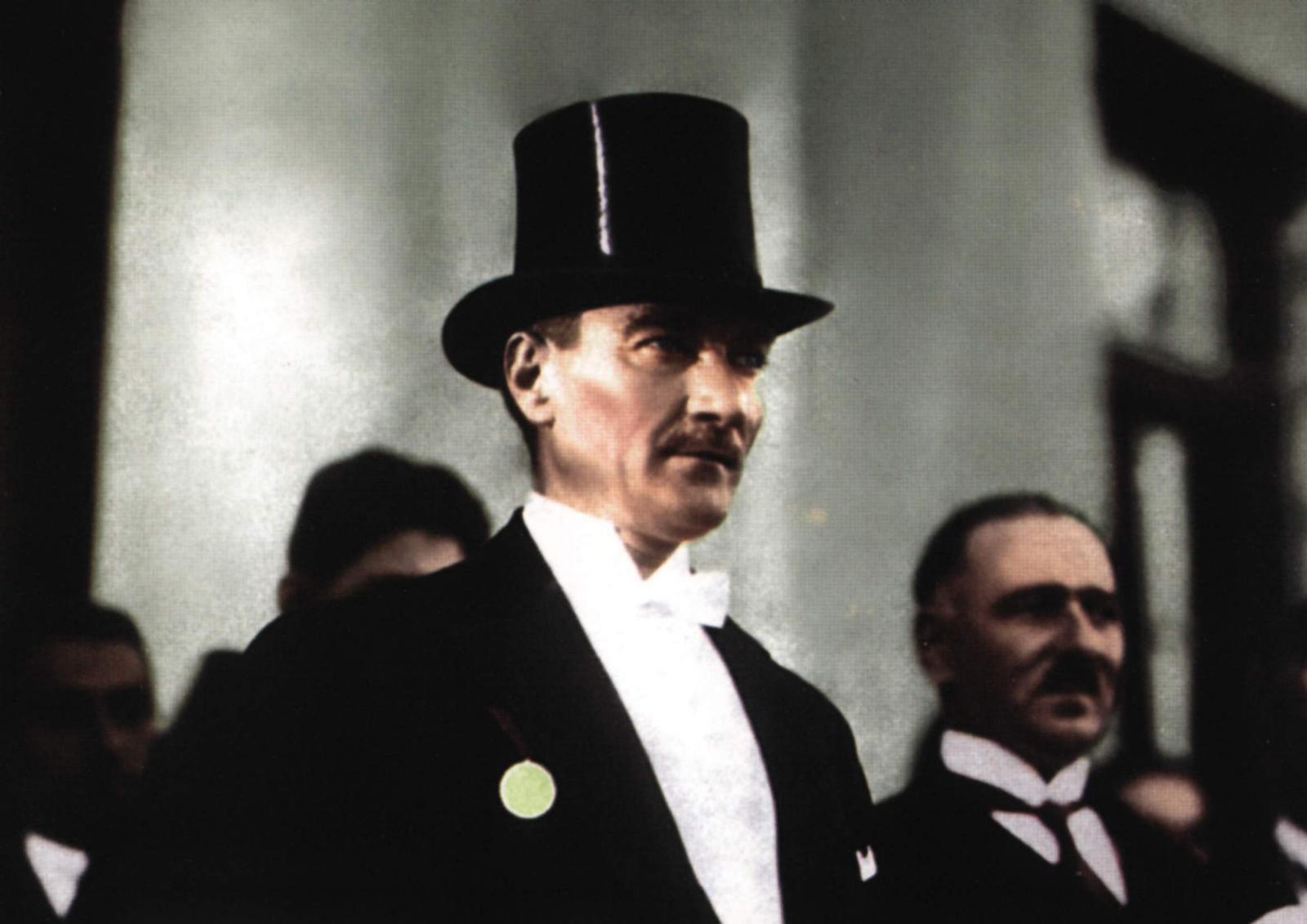 fötr şapkalı Atatürk resmi