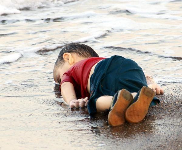 ölen göçmen çocuk resmi